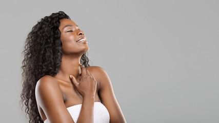 Fototapete - Delighted beautiful afro girl enjoying touching her soft skin