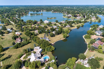 Fotobehang Eiland Luxury Homes with Lakes