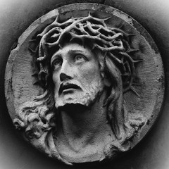 Wall Mural - Close up ancient statue of Jesus Christ crown of thorns