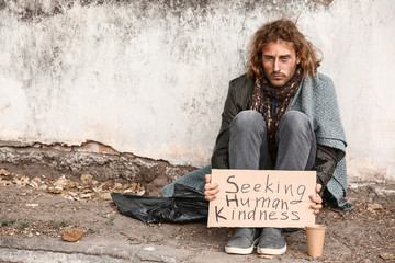 Portrait of poor homeless man outdoors Fotomurales