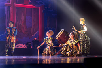 Traditional Japanese performance. Artists on the stage. Fotomurales