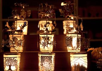 Teelichtpyramiden auf einem Kölner Weihnachtsmarkt