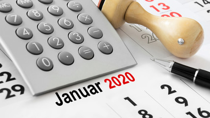 Calendar and calculator and German: January 2020