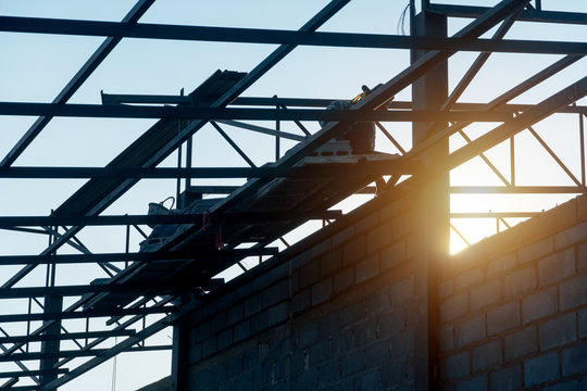 The roof construction and lightweight brick wall construction