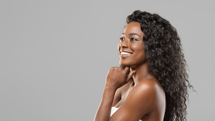 Fototapete - Beautiful african american woman with perfect skin touching her chin