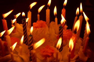 Cake with birthday candles. With an inscription in Russian - happy birthday. Photo image.
