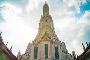 Wall Mural - Wat arun ratchawararam buddhist temple against blue sky with cloud