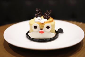 20191122 the deear look of chrtisma cake a the table