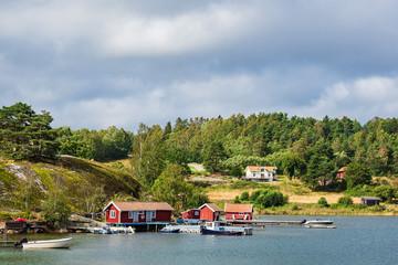 Fototapete - Gebäude und Bootssteg in Slussen in Schweden