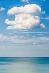 Meer und Wolke auf Koh Lanta in Thailand