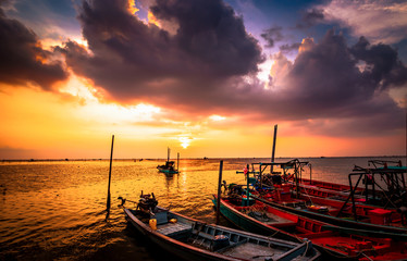 the fishing boat on the sea water and sun is background. Fototapete