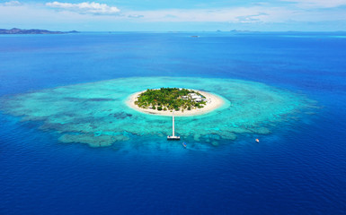 Photo sur Aluminium Ile Paradise Island. Aerial View of beautiful Mala Mala Island, Fiji, Pacific Ocean. Drone shot.