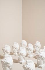 Fotobehang Historisch mon. Statue heads pattern