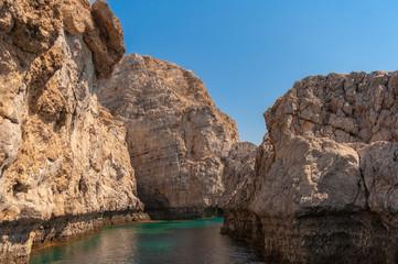 Eine Steilküste auf der Insel Rhodos