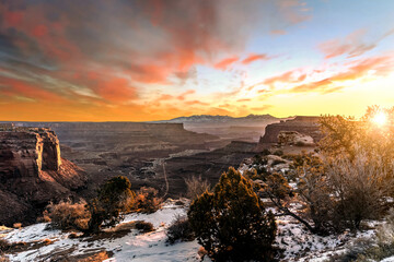 Recess Fitting Gray traffic Sunrise from a viewpoint overlooking the desert and valley at Canyonlands National Park, Moab, Utah, USA.