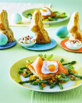 Toast with salmon and asparagus in plate on table