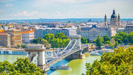 Photo sur Toile Budapest Budapest cityscape at Danube river. Chain bridge, St. Stephen's Basilica.