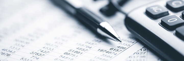 Obraz Close-up Pen Calculator And Reading Glasses On Financial Report - Business Accounting Concept - fototapety do salonu