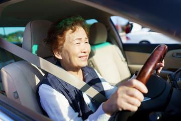 アクティブシニア女性・運転