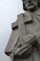Steiner Bildhauer Monument Christus Mönch mit Kreuz Kirche Religion