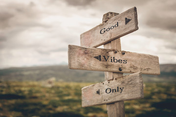 Photo sur Aluminium Positive Typography Good vibes only text on wooden rustic signpost outdoors in nature/mountain scenery. Mental and positive concept.