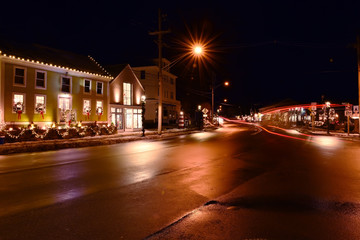 Fotobehang - Streets of a small night city on the eve of Christmas and New Year holidays. American town on the ocean coast. USA. Maine