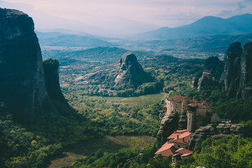 Spoed Foto op Canvas Groen blauw view of the canyon in meteora