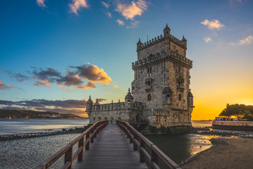 Spoed Fotobehang Oude gebouw belem tower in belem district of lisbon at dusk
