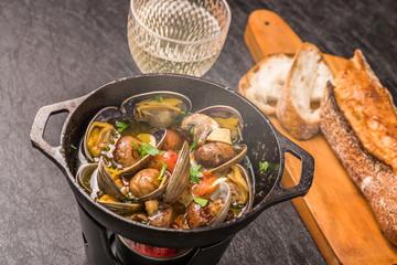 あさりのアヒージョ スペイン料理 Clam Ahijo (Oil baked dish)