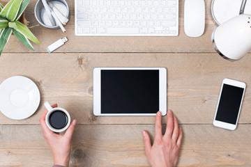 ipadとキーボードとコーヒー