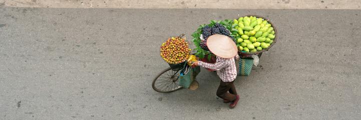 Aerial view of street vendor walking in Hanoi, Vietnam ベトナム・ハノイの通りを歩く行商人 俯瞰