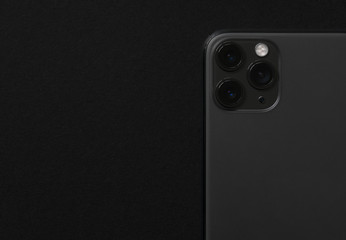 Close up photo of modern smartphone with triple lens camera Fotobehang