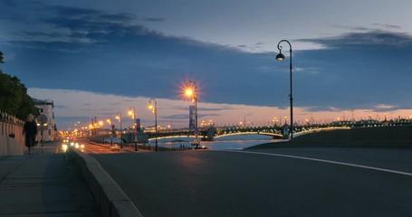 Fotobehang - Traffic on Neva river bank bridge at dusk. Zoom in on city skyline. Timelapse, 4K UHD.