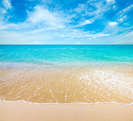 Photo sur Plexiglas Plage Tropical beach turquoise water in summer day