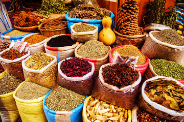 Deurstickers Marokko Traditional spices and herbs on a market in Morocco.