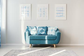 水色のソファー
