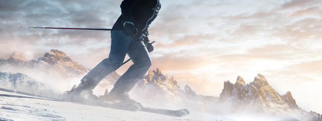 Poster de jardin Glisse hiver Skifahrer bei Sonnenaufgang auf der Piste