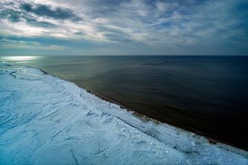Deurstickers Noord Europa Snowy coast of Baltic sea in winter.