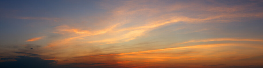 Panoramic view of dramatic twilight sky background Fototapete