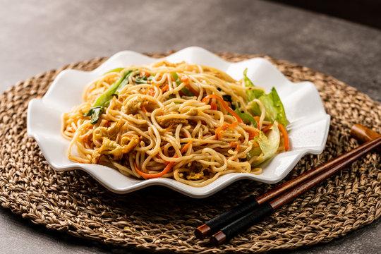 Chow mein noodles dish