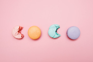 Foto auf Leinwand Macarons Colorful Cake macaron or macaroon on pink background, pastel color