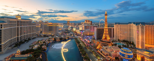 Photo sur Aluminium Las Vegas Panoramic view of Las Vegas strip at sunset