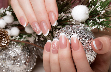 Poster de jardin Manicure Snow White manicure on female hands. Winter nail design.