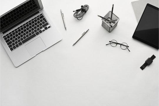 ノートパソコンペンとメガネ