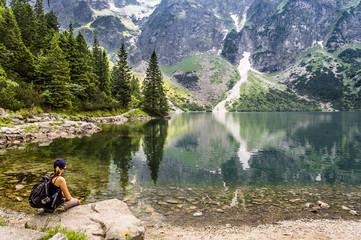 Fototapeta Woman hiker with backpack at Morskie Oko lake near Zakopane, Tatra Mountains, Poland obraz