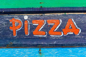 Werbeschild  mit der Aufschrift Pizza Wall mural