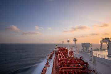 Smooth ocean LNG vessel