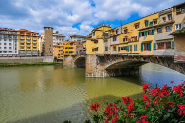 Ponte Vecchio Brücke über den Fluss Arno in Florenz