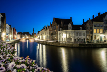 An evening blue hour scene along the canals of Bruges, Belgium Fotomurales