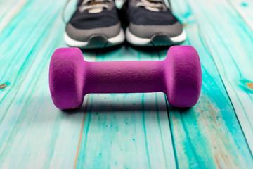 Obraz Hantelek fitness i buty sportowe - fototapety do salonu